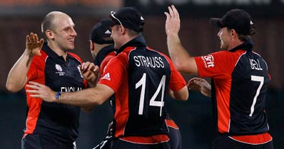 England offie James Tredwell claimed 4 wickets.