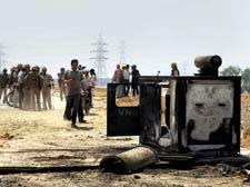 Four dad as farmers' agitation spreads to Agra