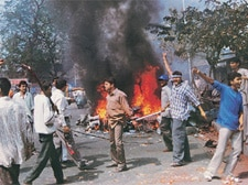 Godhra: 'Corrupt officers helped government, riot suspects'