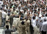 On Day 2, police lathicharge crowd as they try to enter Modi's fast venue
