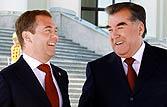 Tajikistan's President Emomali Rakhmon (R) with Russian President Dmitry Medvedev