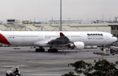 Qantas to fly again, 70,000 passengers stranded