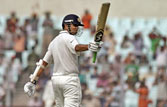 Dravid's ton lights up India innings