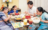 Kids who eat with family less likely to gain fat