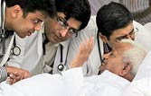 No more indefinite fasts for Hazare: Doctors
