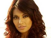 Bipasha Basu changes hair colour, gets bold red