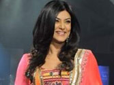Sushmita struts the ramp with her daughters