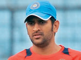 Don't even think of replacing Rahul Dravid, says MS Dhoni
