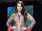 Sonakshi walks ramp for J.J. Valaya at LFW