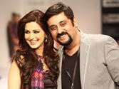 Sonali Bendre surprised to see hubby Goldie at LFW