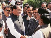 Cong labours to find apt CM for Uttarakhand