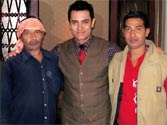 Aamir attends Varanasi autodriver son's wedding