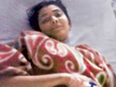 Mumbai girl loses leg after thief throws her off train