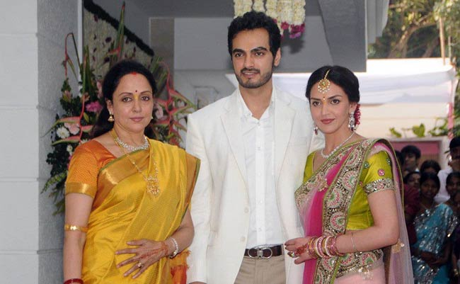 Hema Malini With Daughter Esha And Son In Law Bharat