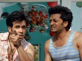 Riteish, Tusshar gyrate to Hum Toh Hain Cappuccino in KSKHH