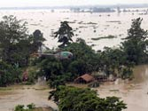 PM, Sonia make aerial survey of flood-hit areas in Assam
