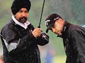 Jeev Milkha Singh stumbles but still on track
