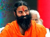 Baba Ramdev comes to Team Anna's rescue as low turnout concerns activists