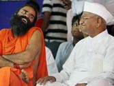 Baba Ramdev draws crowds to Team Anna stir at Jantar Mantar