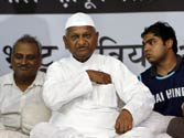 Health woes! Docs advise Team Anna to end fast
