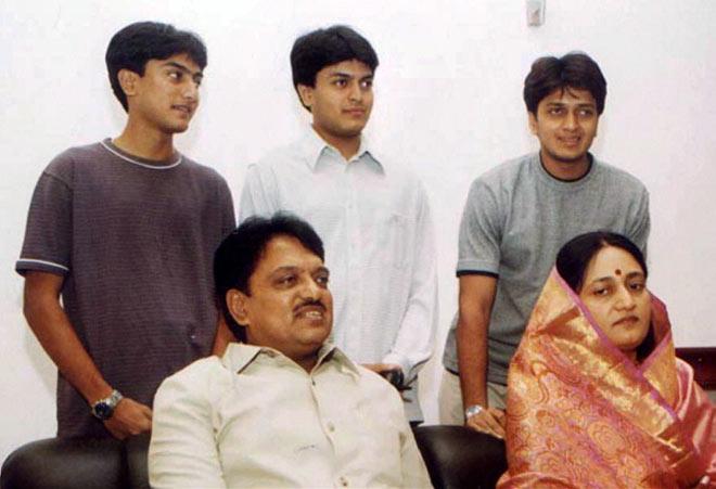 Vilasrao Deshmukh with his family