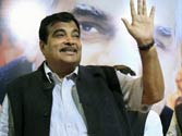 Gadkari joins Baba Ramdev's stir, says BJP doesn't expect political support from him