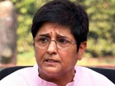 Kiran Bedi disassociates herself from Arvind Kejriwal's political line