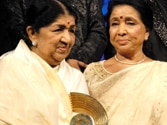 A singer that can equal Lata didi has not been born yet, says Asha Bhosle on Lata