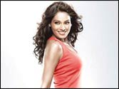 Bipasha Basu exercises with Student Of The Year songs