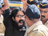 Sedition charge condemned as Aseem Trivedi walks defiantly to jail