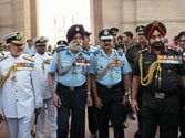 Top defence officials pay tribute to war heroes