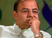 Jaitley's blog attacking Gandhi dynasty: Why is there 'negativism'?