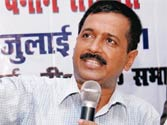 DLF hiding facts on deals with Robert Vadra: Kejriwal