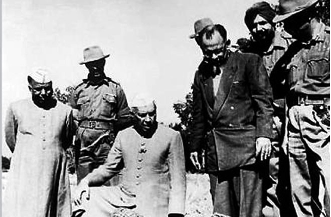 Jawahar Lal Nehru with Indian troops