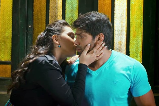 Tamil hot kisses