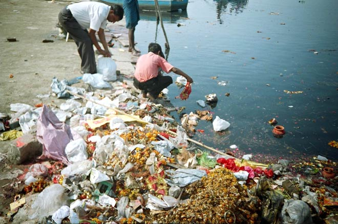 pollution in delhi essay Air pollution in india: causes, effects and prevention air pollution is the contamination of air that destroys the natural balance of the environment secondary air pollutants are the dangerous chemicals produced when primary pollutants react with atmospheric components, and one such is.