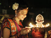 Diwali celebrations go hi-tech: Laptops, iPads, mobile phones are new Gods for traders