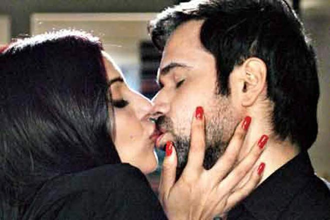 Image result for emraan hashmi bipasha basu kiss