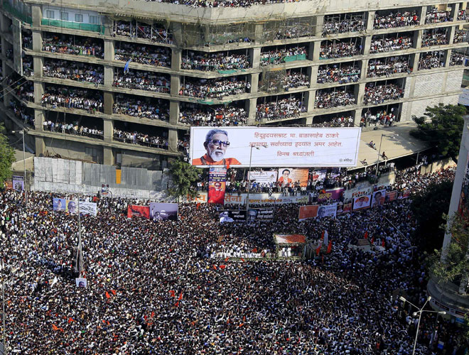 Crowd at Bal Thackeray's funeral