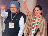 PM, Sonia, Rahul take on Oppn at Cong