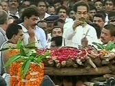Tiger's last journey: Uddhav performs last rites of Bal Thackeray amidst chants of Vedic mantras at Shivaji Park in Mumbai