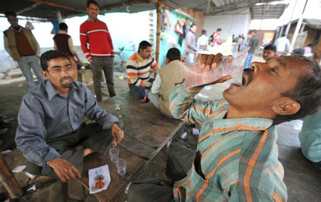 People outside a country liquor shop in Patna