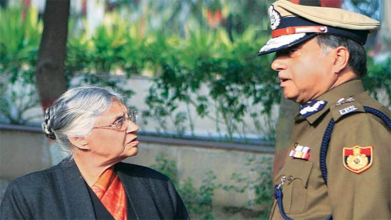 Chief Minister Sheila Dikshit and Police Commissioner Neeraj Kumar at the cremation of constable S.C. Tomar