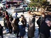 South Korea presidential vote: Huge crowds turn out despite bitter cold