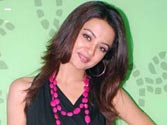Surveen Chawla to step in Paoli Dam's shoes for Vikram Bhatt's next