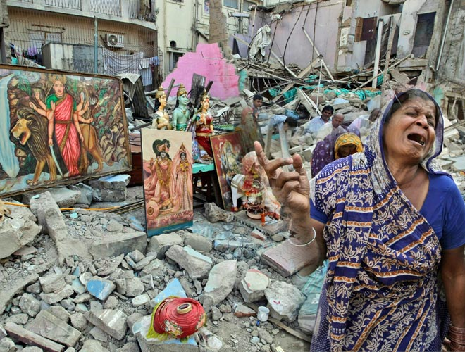 100-year-old temple demolished in Pakistan, angry Hindus ask govt to  arrange tickets to India - World News