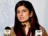 Pak Foreign Minister Hina Rabbani Khar offers talks with India to defuse tension along LoC