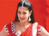 Katrina goes desi for Lucknow stage