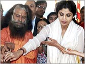 Shilpa Shetty takes a dip at Maha Kumbh