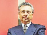 Italian police arrest arms company CEO for bribery in India. Who got the bribe?